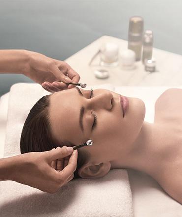 Topsi Hautbedürfnisse: Erste Hilfe für schlaffe Haut. Straffung, Aufbau und Erneuerung mit La Mer Genaissance Facal