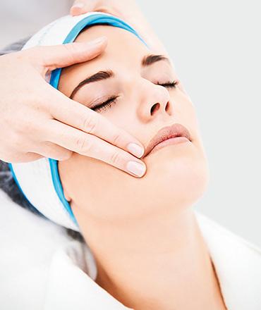 Topsi Hautbedürfnisse: Hilfe für unreine, großporige und vernarbte Haut. QMS Classic Collagen Behandlung